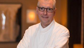 Québec Exquis Chef Yvan Lebrun Initiale par Sébastien Picard photographe tuile